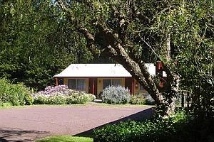 Twelve Apostles Motor Inn & Country Retreat